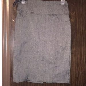 """Candie's gray skirt. Size 1. 22"""" long. 7"""" slit."""